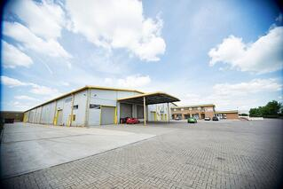 Large direct access industrial unit to rent at the iCentre, Newport Pagnell, Milton Keynes